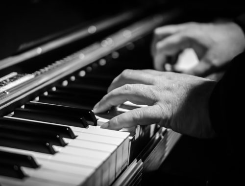 piano playing hands